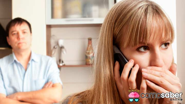 Tu pareja te engaña por el celular